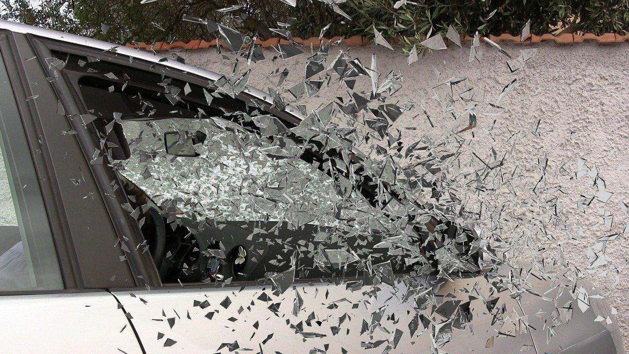 フロントガラス 傷 破損
